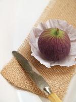 Feige - Obstmesser auf Jutegewebe