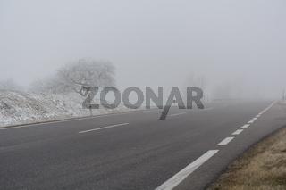 gefährliche Fahrverhältnisse durch schlechte Sicht im Nebel