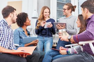 Gruppe Studenten in einem Uni Seminar