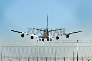 Airbus A380-800 bei der Landung