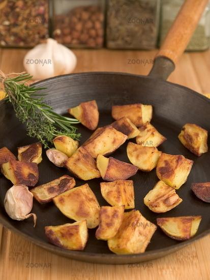 Ofenkartoffeln in Gusseisenpfanne
