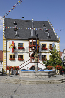 Marktbrunnen und Rathaus in Volkach