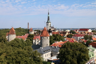 Estland, Tallinn, Altstadt-Panorama mit Olaikirche