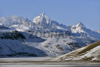 National Elk Refuge im Winter... Grand Teton Range *Wyoming, USA*