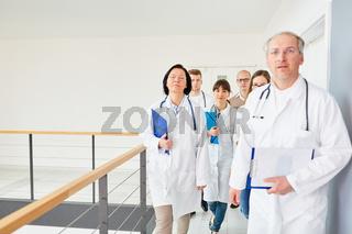 Gruppe Ärzte und Krankenschwestern