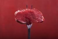 Steak auf eine Fleischgabel
