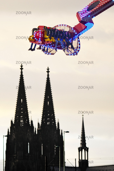 Deutz funfair and Cologne Cathedral, Cologne, Rhineland, North Rhine-Westphalia, Germany, Europe