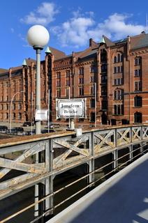 Block P und Jungfernbrücke in der Hamburger Speicherstadt