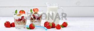 Erdbeerjoghurt Erdbeer Joghurt Jogurt Erdbeeren Glas Früchte Müsli Banner Frühstück