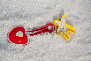 Spielzeug am Strand