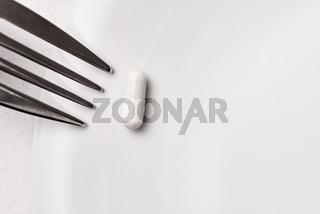 Gabel auf Teller mit Kapsel