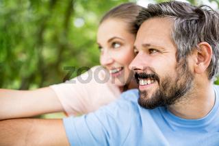 Verliebtes Paar hat zusammen Spaß