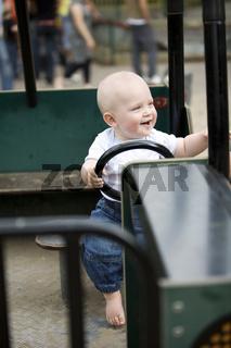 Baby auf dem Spielplatz