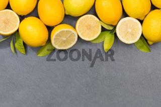 Zitrone Zitronen Früchte Textfreiraum Schiefertafel von oben
