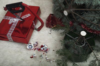 Saw saws a Christmas Gift, destroyed Christmas scene