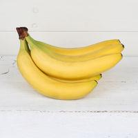 Bananen Frucht Früchte Quadrat auf Holzplatte