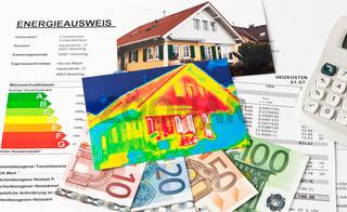 Energie sparen. Haus mit Wärmebild Kamera