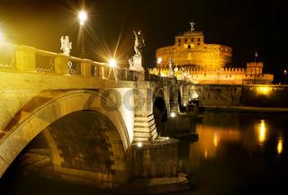 Bridge to castle Sant Angelo