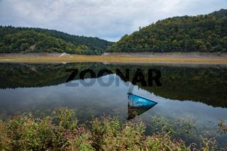 Deutschland, Hessen, Edersee, Asel, Versunkenes Boot bei Asel