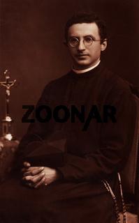 Priester Portrait, historische Aufnahme um 1934 / priest portrait, historic photograph, around 1934