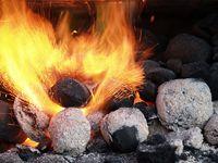 Öl ins Feuer gießen