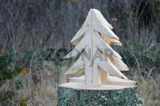 ausgesägt mit der Motorsäge Kunst im Wald