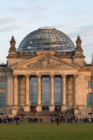 Eingangsportal des Reichstags