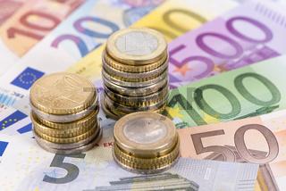 Euro Geldscheine und Münzen