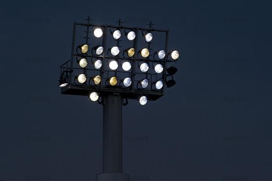 Flutlichtanlage in Betrieb