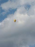 Ballon vor Wolkenhimmel