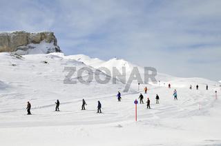 Skipiste, Skifahrer, Skigebiet Ifen, Österreich