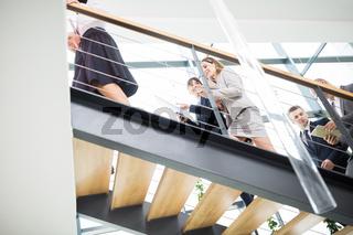 Zwei Geschäftsfrauen im Business Consulting Team