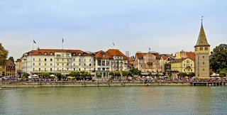 Lindau, Mangturm mit Uferpromenade