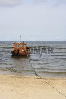 Fischerboot Sturmvogel am Ostseestrand