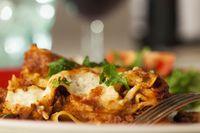 klassische italienischen Lasagne auf dem Teller