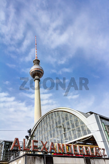 Bahnhof Berlin Alexanderplatz und Fernsehturm