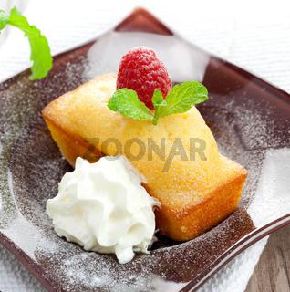 Vanillekuchen mit Sahne / vanilla cake with cream