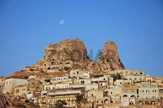 Vollmond über Uchisar, Kappadokien, Tuerkei / Full moon over Uchisar, Cappadocia, Turkey