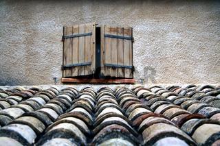 Fenster, Entrevennes, Provence, Frankreich