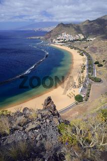 Strand Playa de las Teresitas, San Andres, hinten Santa Cruz, Te