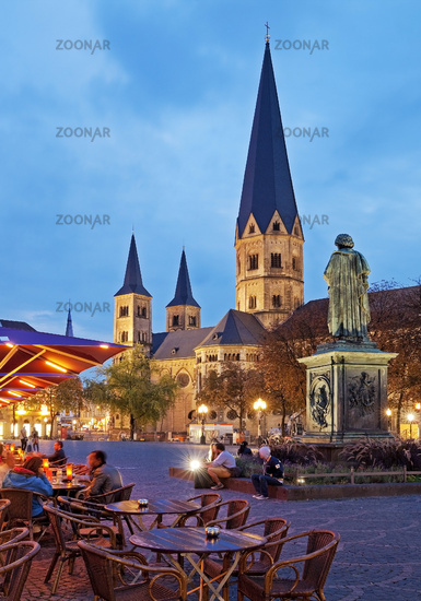 Beethoven Monument and Bonn Muenster in the evening, Bonn, North Rhine-Westphalia, Germany, Europe