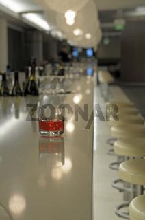 Glas auf einem Bartisch