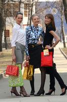 Frauen shoppen