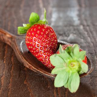 Erdbeeren auf Holzlöffel
