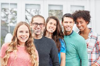 Junges Business Start-Up Team aus Studenten