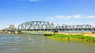 Meiningenbrücke über den Meiningenstrom zwischen Zingst und Bresewitz, Mecklenburg-Vorpommern, Deutschland