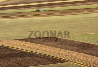 Feld pfluegen auf der Schwaebischen Alb