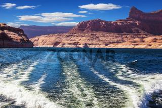 Foamy trace of a emerald waters