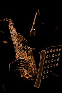 Saxophon playing