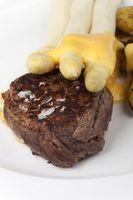 Rindersteak und Spargel mit Kartoffeln